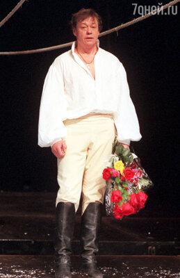 Караченцов ведь не сыграл ни одной отрицательной роли! И в жизни был для всех солнышком. Поэтому его до сих пор любят и благодарят