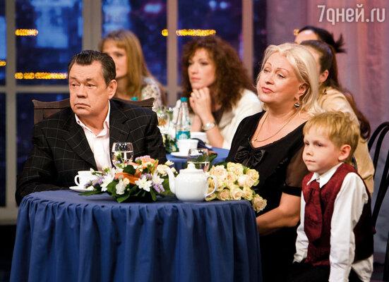 На праздновании 65-летия Коли. Рядом с нами — внук Петя