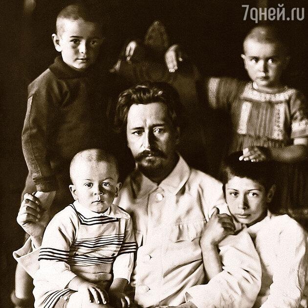 Леонид Андреев с детьми