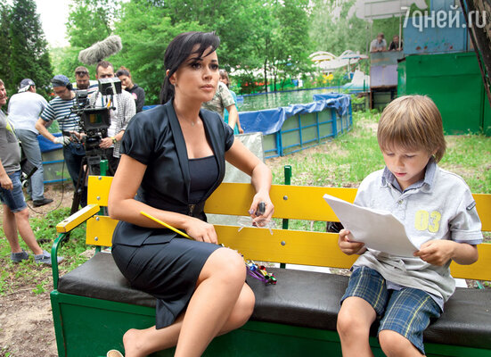 Анастасия Заворотнюк и Ваня Шмаков, сыгравший сына героини Татьяны Арнтгольц