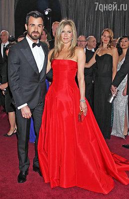 Дженнифер Энистон с Джастином Теру на церемонии вручения премии «Оскар». 2013 г.
