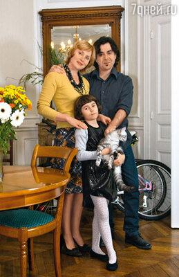 Жанна с мужем Джорджо и дочерью Аличе в парижской квартире