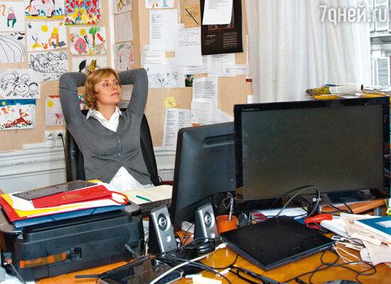 Жанна нередко ходит на работу в тапочках — для этого достаточно просто перейти из гостиной в кабинет