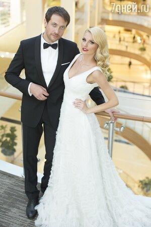 Саша Савельева и Кирилл Сафонов на собственной свадьбе