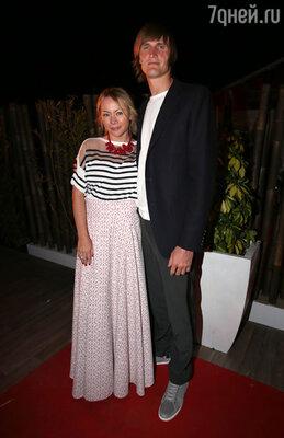 Баскетболист Андрей Кириленко с супругой Марией Лопатовой