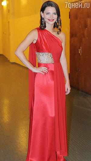 Елизавета Боярская  на вручении  премии «Золотой орёл», 2011 год