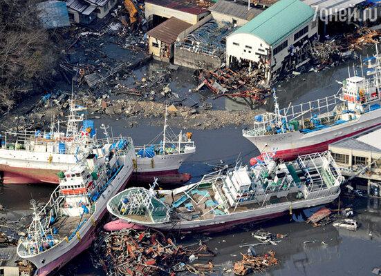 Гигантская волна швыряла на берег корабли. Кесеннума (Япония), 12 марта 2011 г.