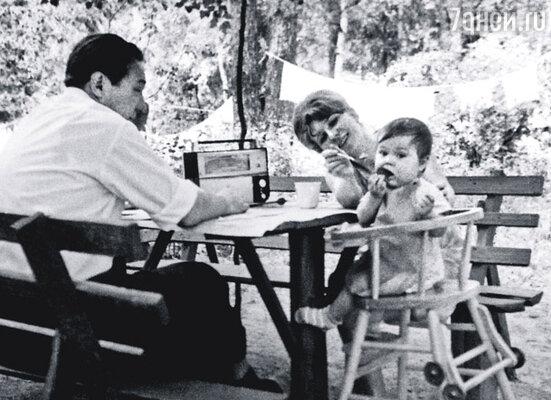 Когда я родилась, папе был сорок один год. Он обожал меня, сам стирал пеленки