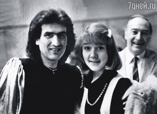Знаменитый певец и композитор тоже видел эту картину и посчитал за честь сфотографироваться с «Андреем Болконским» и его дочерью