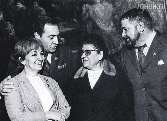 Создатели фильма «Семнадцать мгновений весны». Крайняя слева — Татьяна Лиознова. Справа — Юлиан Семенов