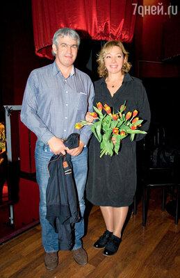 Друзья семьи Арина Шарапова с мужем Эдуардом Карташовым тоже пришли поддержать юную Сашу