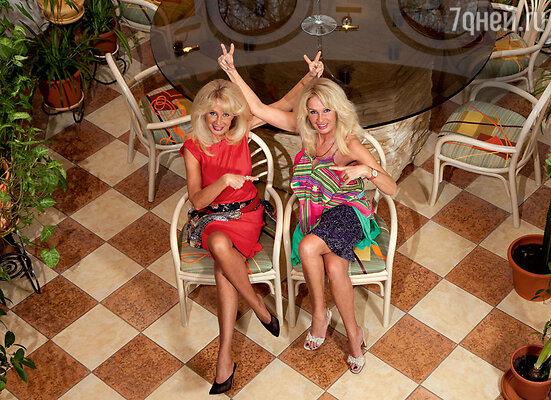 Татьяна (слева): «Не могла я петь безЛенки! У нас, близнецов, любое дело хорошо выходит, только когда мы вместе. Ияуговорила еевернуться вМоскву...»
