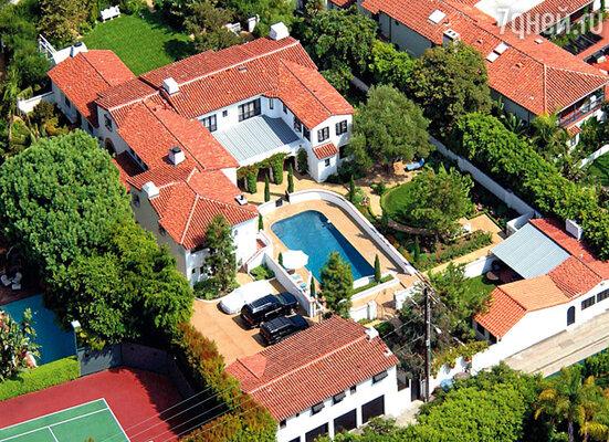 За этот дом, первоначально купленный Дайен за 2 миллиона, Мадонна без колебаний выложила 6,5 миллиона