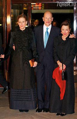 Симеон II с женой Маргаритой Болгарской и дочерью Калиной, чей характер родителям так и не удалось обуздать, 2002 г.