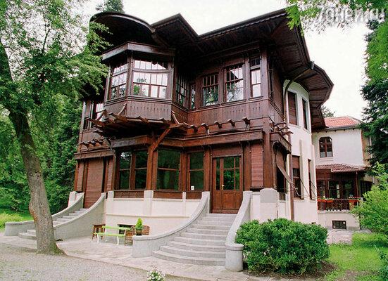 Резиденция бывшего царя Симеона II, ставшего премьер-министром Болгарии. София, 2001 г.
