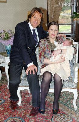 В 2012 году Калина привезла сына в Болгарию и заявила отцу, что не собирается возвращаться к Китину Муньосу. На снимке: Калина с мужем и сыном