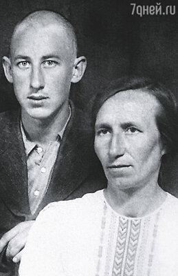 Отец хорошо знал русскую литературу, потому что бабушка была преподавателем русского языка и литературы
