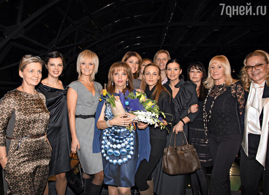 Екатерина Рождественская (в центре) и гости показа
