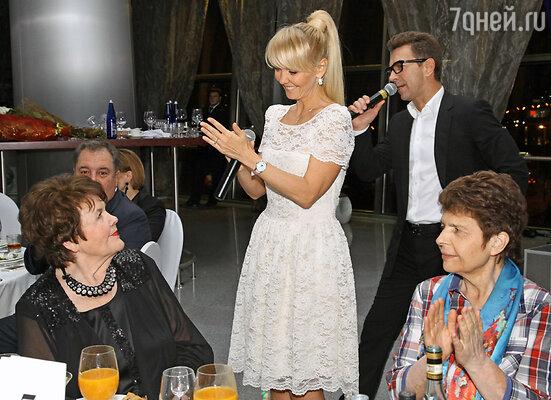 Валерия принимает поздравления от мамы Галины Николаевны Перфиловой