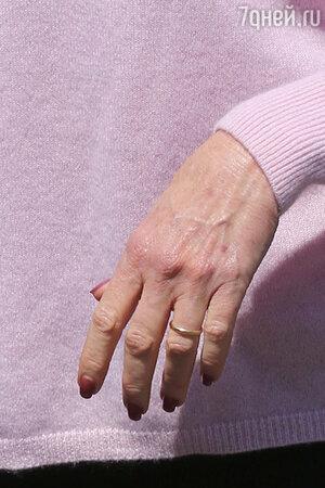 Мелани Гриффит не снимает обручальное кольцо