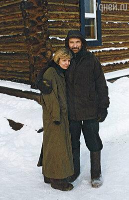 Я исколесила всю Московскую область и под вереей присмотрела чудное место на холме. Петя взъерепенился: «Куда? В деревню? Да я там сопьюсь и сдохну!» Но с деревней все срослось так же, как в наших с Петром отношениях...