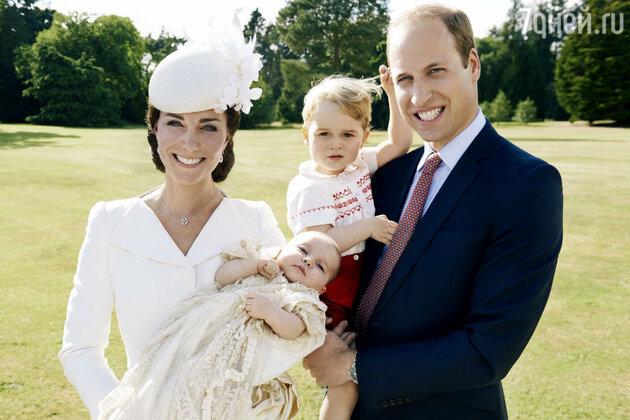 Кейт Миддлтон и принц Уильям с сыном Джорджем и дочерью Шарлоттой