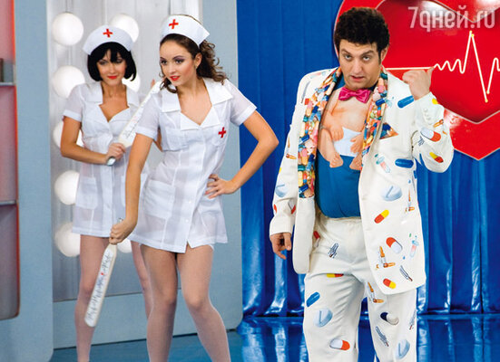 «Таблетки» к костюму Михаила Полицеймако приходилось постоянно подклеивать