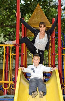 Актриса Наталья Громушкина и ее сын-первоклассник Гордей в половине седьмого утра уже на разминке!