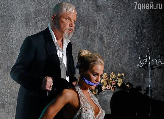 Впервые в новом образе он предстал на съемках нового клипа — совместной работы с певицей Кристиной Збигневской