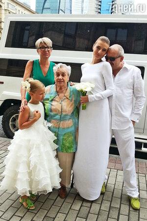 Дмитрий Марьянов с женой Ксенией, ее мамой и дочерью Анфисой