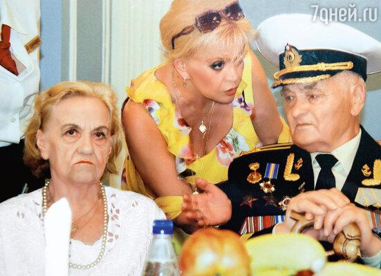 С родителями — мамой Майей Павловной и отцом Борисом Ивановичем. 2010 г.