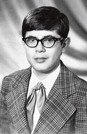 В Игоре Корнелюке — пионере ничто не выдавало автора будущих хитов. 1975 г.