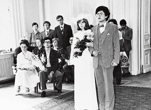 «Молодые так сильно любили друг друга, что ребенок у них родился через шесть месяцев после свадьбы», — шутил наш друг. Так уж получилось!» 19 июля 1982 г.