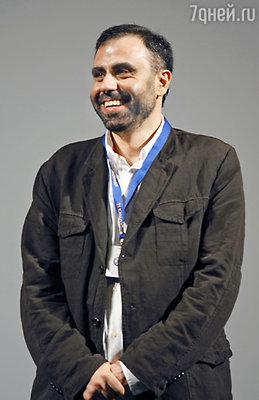 Режиссер Дмитрий Мамулия перед началом конкурсного показа фильма  «Другое небо»