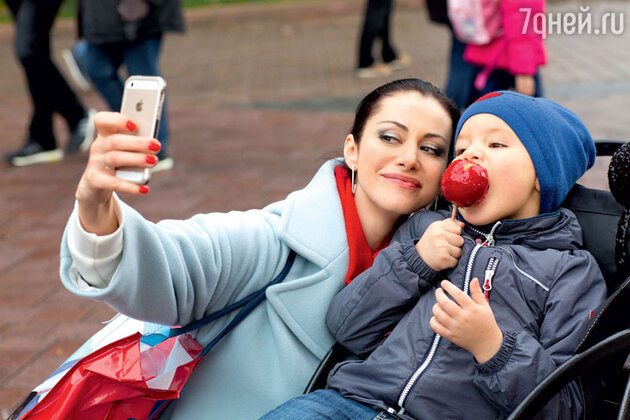 Анна Ковальчук с сыном Добрыней