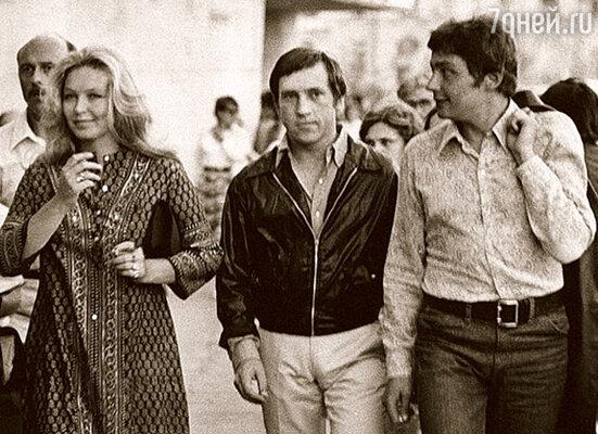 Слава, Марина Влади, Володя Высоцкий и Сева Абдулов на прогулке по Одессе. 1973 г.