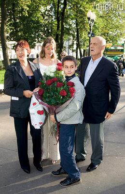 Я с племянницей Наташей, Славой и внуком Стасиком на премьере