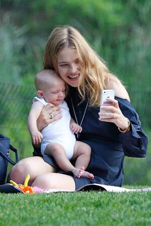Наталья Водянова с сыном Максимом в Нью-Йорке