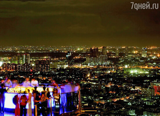 В столице Таиланда находится один из самых головокружительных ресторанов мира. Он расположен на 63-м этаже небоскреба. Вид на город с такой высоты — просто дух захватывает!