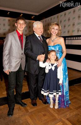 После премьеры Олег Павлович прокомментировал игру Павла кратко: «Не подвел!»