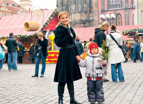 «У Наума по младости лет была привычка куда-нибудь убежать, неинтересуясь, где мама. В какой-то момент мне надоело гоняться заним, и я позволила сыну потеряться». Прага, 2008 г.