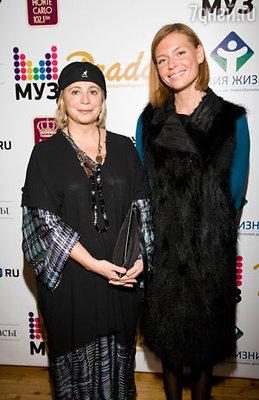 Президент фонда «Линия жизни» Фаина Захарова и актриса Любовь Толкалина