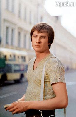 Красавец Сергей Насибов, с которым у актрисы была недолгая, но яркая связь, совершенно не совпадал с Гундаревой по темпераменту