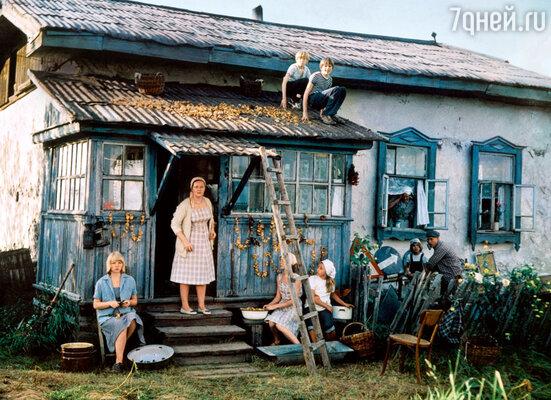 Наталья Гундарева в роли многодетной матери в картине «Однажды двадцать лет спустя». 1980 г.