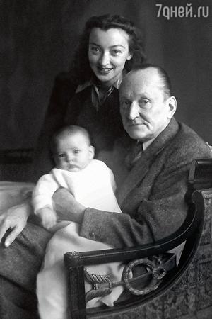 Александр Николаевич и Лидия Владимировна Вертинские с дочерью Анастасией. 1945 г.