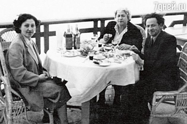 Вольф Григорьевич и Аида Михайловна с подругой семьи Татьяной Лунгиной