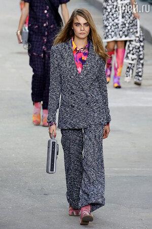 Кара Делевинь. Модель показа Chanel