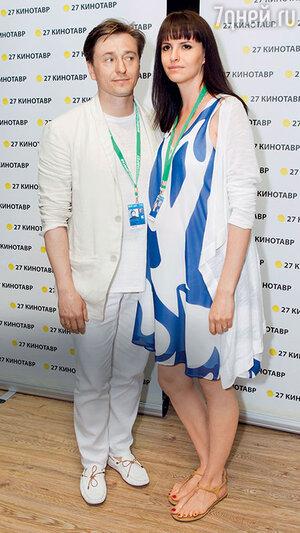 Сергей Безруков с женой Анной Матисон на «Кинотавре». 2016 г.