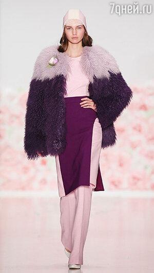 Модель показа Laroom в рамках Mercedes-Benz Fashion Week