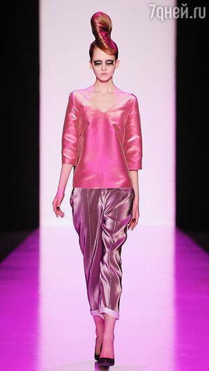 Модель показа Tegin в рамках Mercedes-Benz Fashion Week